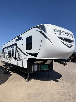 2018 Genesis Supreme 40GS fifthwheel toy hauler for Sale in Mesa, AZ