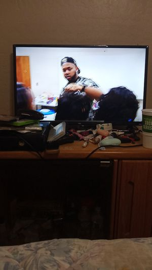 Roku tv 32 inches samsung tablet good condition samsung Galaxy A01 good condition brand new i need the money for Sale in Tolleson, AZ
