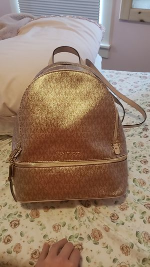 Micheal kors purse backpack for Sale in Woodbridge, VA
