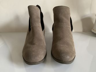 Suede Boots Size 8.5 Preowned In Very Good Condition Mushroom Color. for Sale in Centreville,  VA