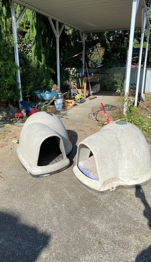 Dog house/large dog/ Petmate Igloo for dog for Sale in Seattle, WA