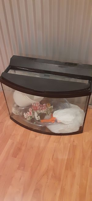 30 gallon fish tank with substraight, filter, cartriges, lid, decor, python fish vaccum, multicolor led strip for Sale in Ruston, WA
