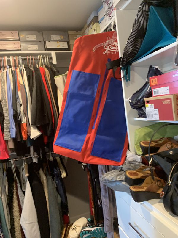 Organize your closet , new , never used, lot of pocket, small and big for storage