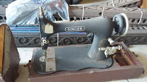 Vintage Singer Sewing Machine Serial #10156204 with light for Sale in Rialto, CA