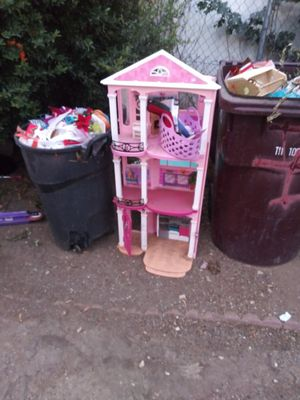 Free Barbie house for Sale in Homeland, CA