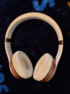 Beats 3 solo wireless rose gold $90cash only for Sale in Clifton, NJ