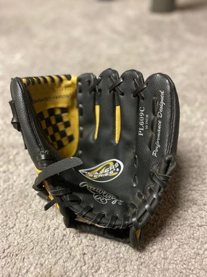 Kids 10in rawlings baseball glove for Sale in St. Louis, MO