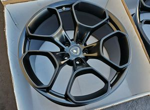Set of 4 huracan rims ready to go no scratches mint condition for Sale in Pembroke Pines, FL