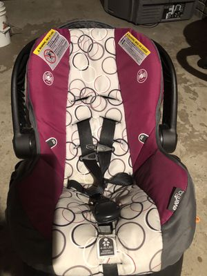 Infant car seat for Sale in Forest Lake, MN