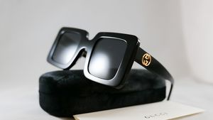 Authentic Gucci gg0713s black squared sunglasses 2020 collection for Sale in Los Angeles, CA
