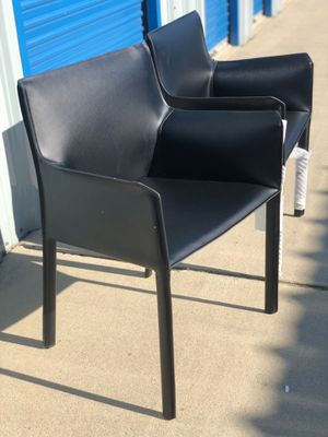 Brand new set of 2 black leather arm chairs. Retails for over $450 for Sale in Fowler, CA