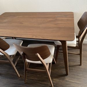 Table and 4 Seats for Sale in San Diego, CA