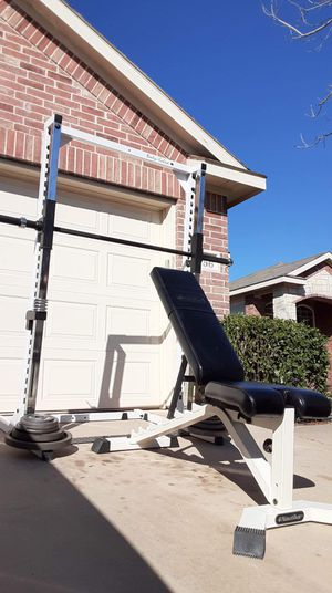 Smith machine bench and weights great quality for Sale in Saginaw, TX