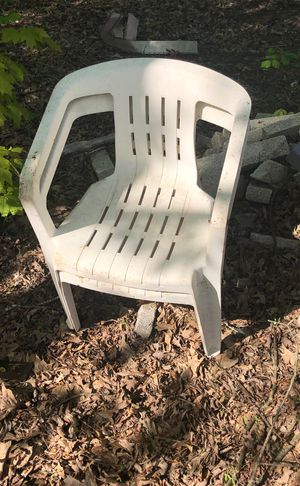 Outdoor chairs and table for Sale in Lewisburg, PA