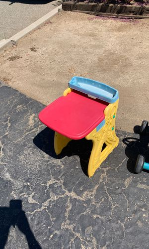 Kids desk for Sale in Moreno Valley, CA