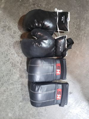 Nice boxing punching heavy bag gloves for Sale in Lake Stevens, WA