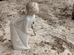 Girl kissing , porcelain figurine LLadro, hand made in Spain for Sale in Schaumburg, IL