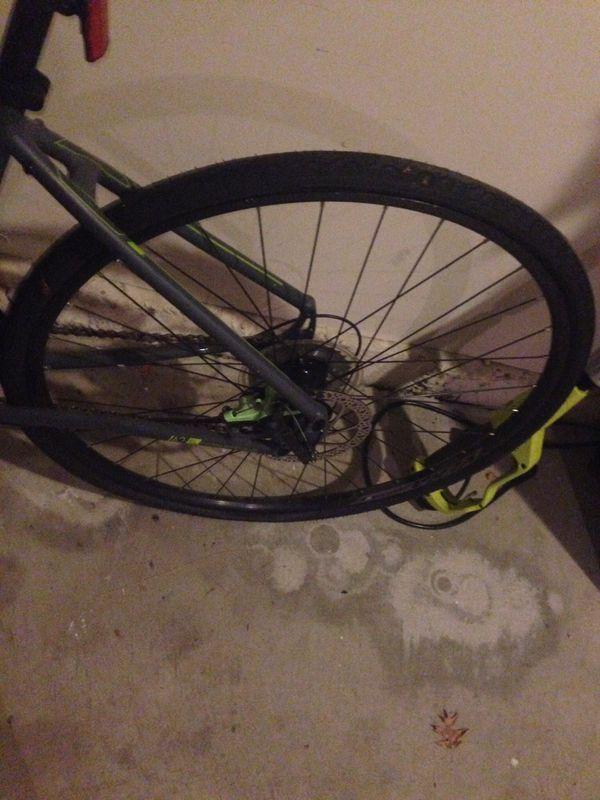 Fuji Absolute 19 disk break bicycle like new