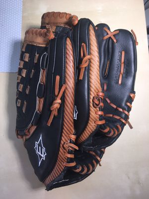 "2 Easton baseball gloves 12"" and 14"" for Sale in Los Angeles, CA"