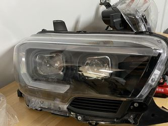 Gen 3 Toyota Tacoma Aftermarket Headlights for Sale in Kannapolis,  NC