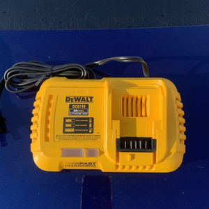 Dewalt Fast Charger (DCB118) for Sale in Damascus, OR
