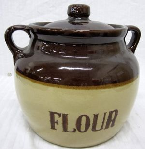 Vintage 1960's Monmouth Pottery FLOUR Bean Pot Stoneware Kitchen Pot with Lid (no chips or cracks) for Sale in Hialeah, FL