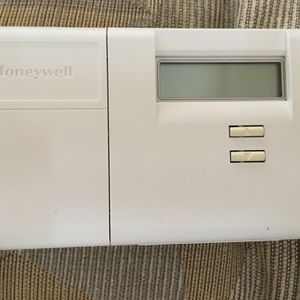 Honeywell Programable Thermostat for Sale in Arvada, CO
