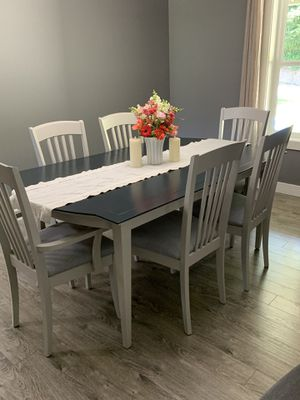 Table and chairs w/ leaf for Sale in La Center, WA