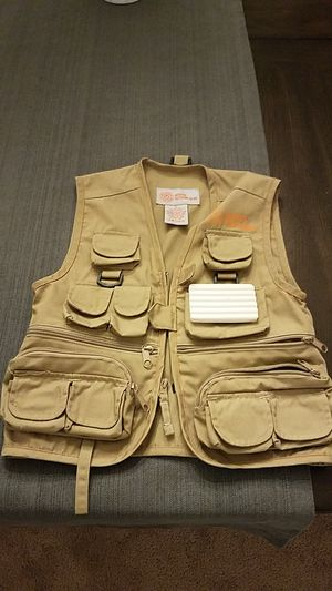 kids master sportsman fly fishing vest size small for Sale in Marysville, WA