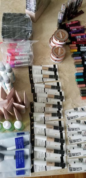 Wholesale Makeup 300 Piece, Maybelline, L'Oreal, New. PRICE IS NOT NEGOTIABLE. for Sale in Palatine, IL
