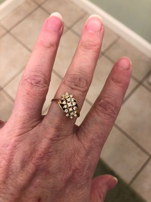 Very beautiful diamonds in this beautiful diamond ring for Sale in Antioch, CA
