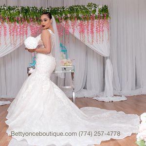Brand new wedding dress for Sale in Brockton, MA