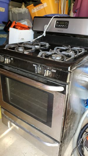 Fridgedaire gas stove. 4 burner, oven. for Sale in Topsham, ME