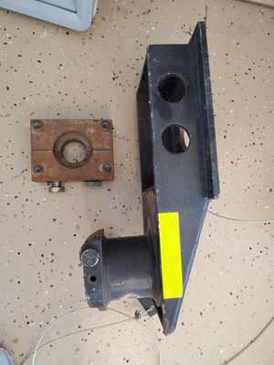 Gooseneck to fifth wheel adapter specially for flat bed trucks for Sale in Queen Creek, AZ