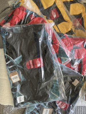 Supreme x The North Face Mountain Jacket for Sale in Spring, TX