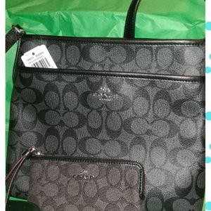 Coach Messenger crossbody and Wristlet for Sale in Katy, TX