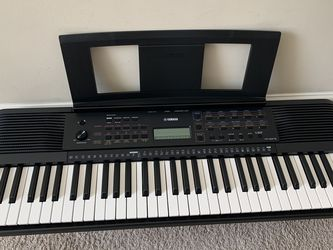 Yamaha, 61-Key PSR-E273 Portable Keyboard for Sale in Simpsonville,  SC