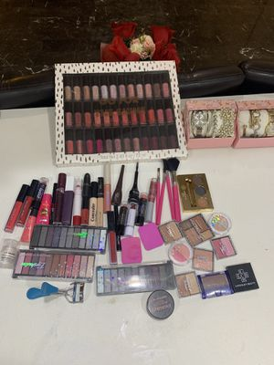 Makeup of different types and only 1 hour the other was sold for Sale in Maple Valley, WA