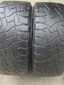 2 tires 285/55/20 Toyo for Sale in Bakersfield,  CA