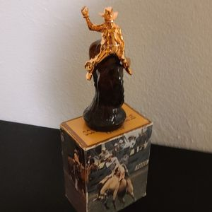 VINTAGE AVON BROWN FRAGANCE BOTTLE WITH COWBOY ON BACK OF BACK OF BUCKING H0RSE. for Sale in Modesto, CA