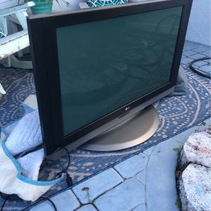 42 Inch Lg Tv for Sale in Boynton Beach, FL