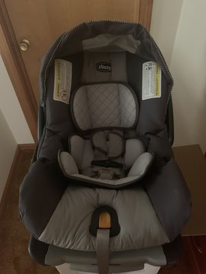 Chicco KeyFit 30 Car seat and Base for Sale in Norton, OH