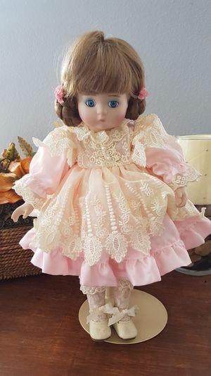 Porcelan Antique Doll for Sale in Orlando, FL