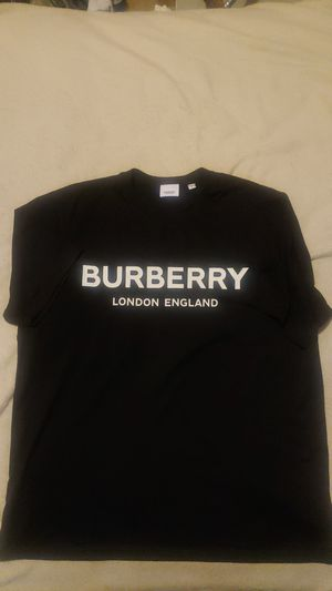 Burberry t-shirt L for Sale in Joliet, IL