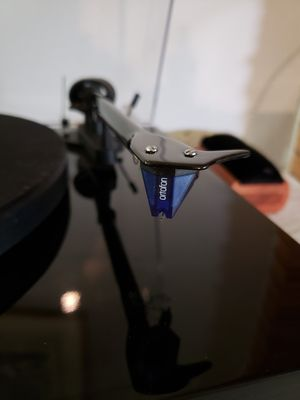 PRO-JECT Debut Carbon w/ORTOFON BLUE. for Sale in Scappoose, OR