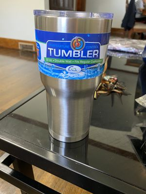 22oz stainless tumbler 24hrs for Sale in Davenport, IA