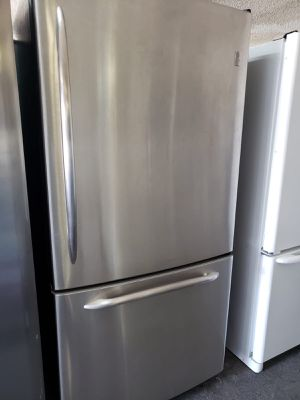 GE Refrigerator Fridge With Warranty 33 in. Wide #792 for Sale in Ontario, CA