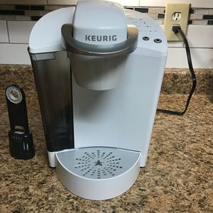 Keurig K40 k select white single serve coffee maker. New never used op n box perfect condition / 3 size cup for Sale in Las Vegas, NV
