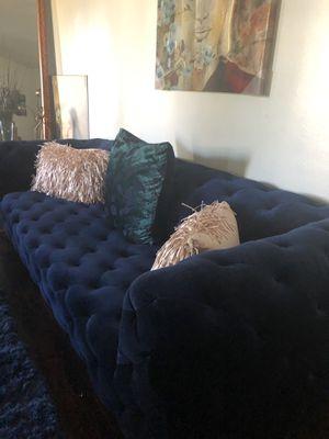 Velvet blue tufted sofa for Sale in Bellflower, CA