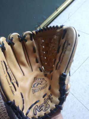 Rawlings baseball glove for Sale in El Monte, CA